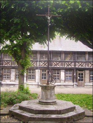 El Aître Saint Maclou, sede de la Escuela Regional de Bellas Artes