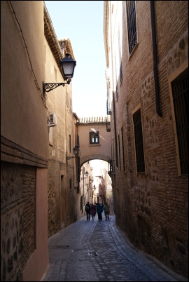 Calle de Toledo, cerca de la Catedral