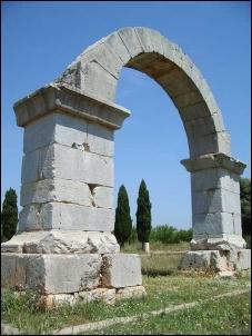 Cabanes: Arco romano de Cabanes