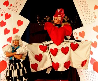 """El Teatro Cuyás acoge al musical de Clapso """"Alicia en El País de las Maravillas"""""""