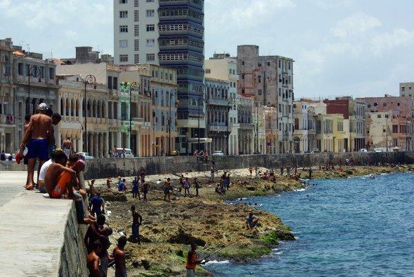 Viendo el tiempo pasar en El Malecón