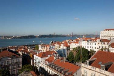 Lisboa es una de esas ciudades que merece ser contemplada desde las alturas.