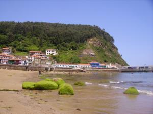 La playa de Tazones donde desembarcó Carlos V