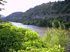 Agua y montaña son dos símbolos de la región