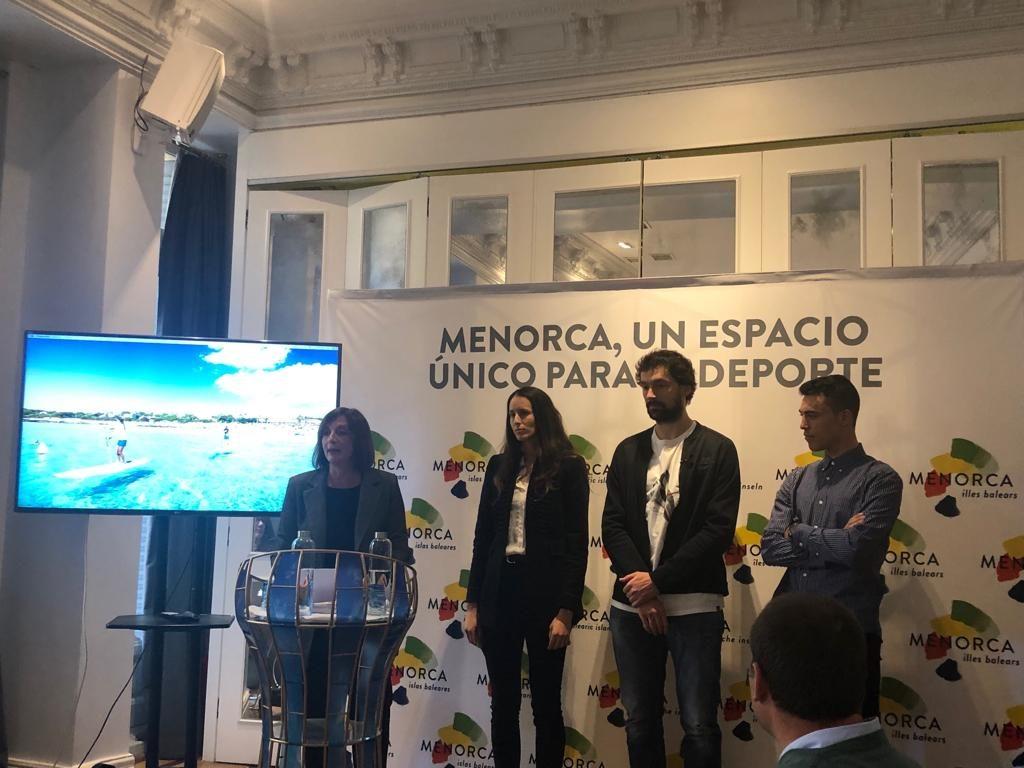 Sergio Llull, Gemma Triay y Albert Torres invitan a descubrir Menorca como la 'Isla del Deporte'
