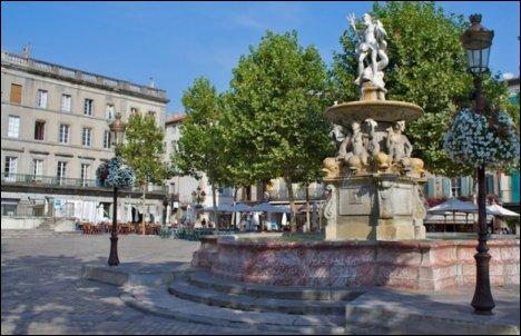 La plaza Carnot, corazón de Carcassonne