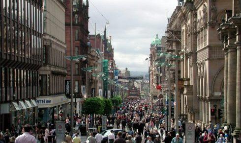 Glasgow es una ciudad muy bulliciosa, llena de comercios, tiendas de todo tipo y pubs