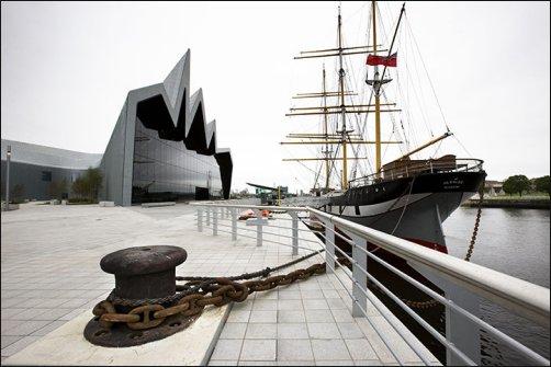 El espectacular Riverside Museum con forma de ola