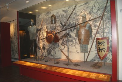En los distintos escaparates podremos comprobar cómo eran las armas y utensilios que se utilizaron en la batalla
