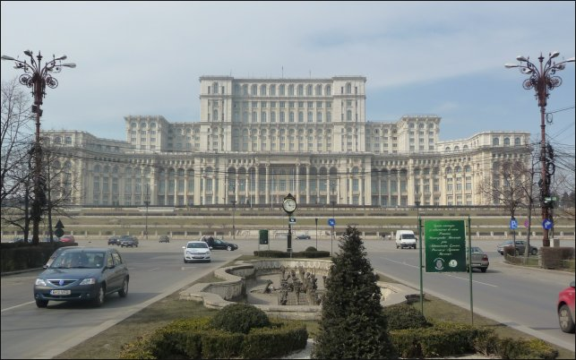 Bucarest, símbolo de Rumanía, es una elegante ciudad.