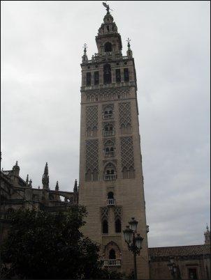 La espectacular Catedral de Sevilla con la Giralda