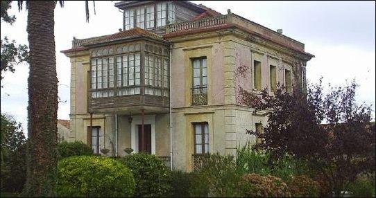 Villaviciosa muestra orgullosa sus preciosas casas de estilo indiano.