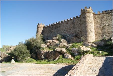 El espectacular castillo de Miraflores, en un entorno privilegiado.