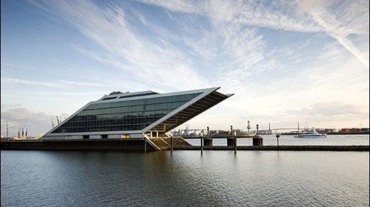 El espectacular edificio Dockland, a orillas del Elba.