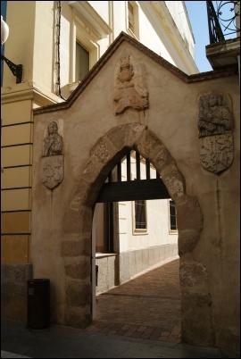 Puerta de entrada al Convento de las Clarisas