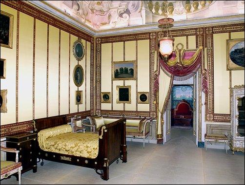 La decoración interior es lujosa, rica y diversa