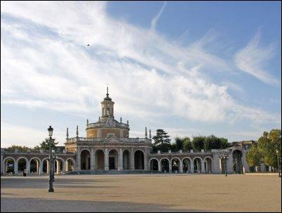 A orillas del río Tajo se alza grandioso el Palacio Real de Aranjuez