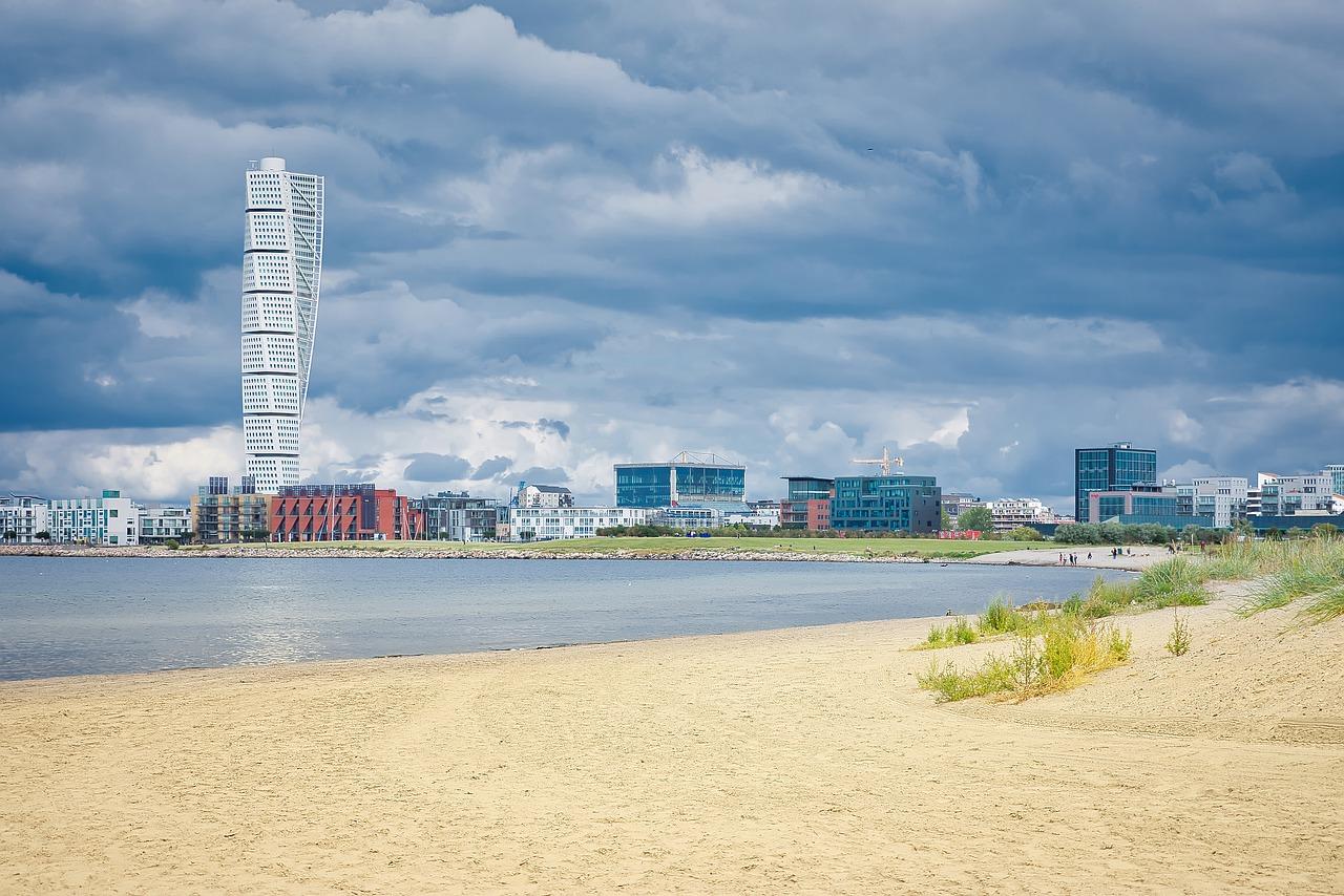 Malmö es la única gran ciudad del Norte de Europa que se puede jactar de tener una playa en el centro de la ciudad, de «Bandera Azul» por sus aguas cristalinas