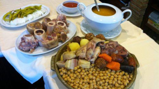 """En la """"Cervecería Cruz Blanca Vallecas"""" se puede degustar el famoso cocido madrileño, avalado por la más alta puntuación otorgada por el prestigioso """"Club de Amigos del Cocido"""""""