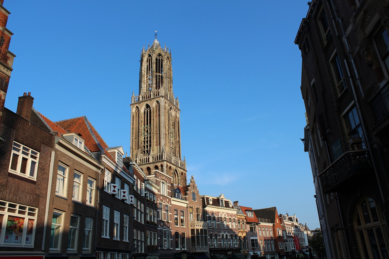 La Torre Dom es la torre más alta y más vieja de Holanda y símbolo de Utrecht