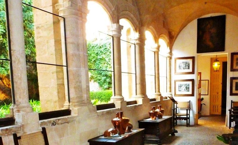 ctualmente se visita el conjunto de la Real Cartuja de Valldemossa en la que se incluyen las diversas dependencias