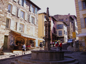La subida a la catedral Notre-Dame-du-Puy.