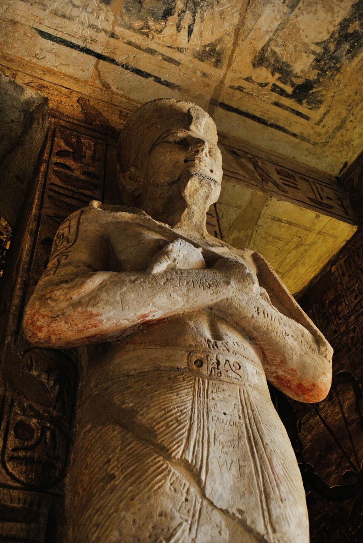 El complejo de templos situados hoy en Abú Simbel de Egipto fueron trasladados desde su original ubicación hasta la actual en 1968