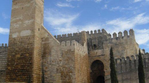 Fue durante el reinado de Pedro I de Castilla cuando Carmona alcanzó su cenit, con el Alcázar de la Puerta de Marchena como residencia real.
