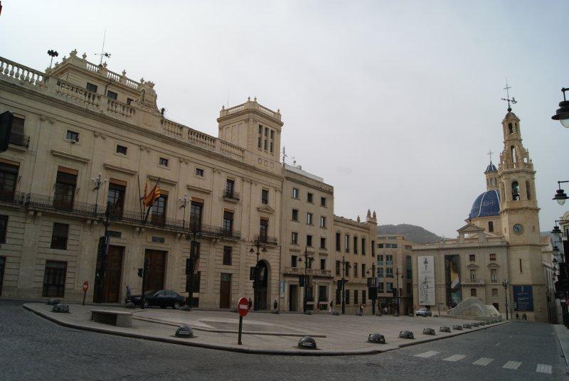 Nuestra visita a Alcoy comienza en la plaza de España