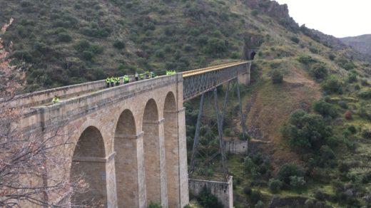 La Diputación de Salamanca recupera la vía férrea de la Fregeneda como nuevo producto turístico de la provincia