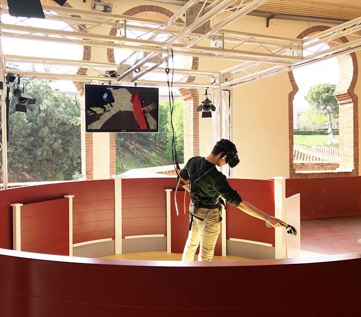 El Juego de Toreo Virtual, diseñado por la empresa Prisma Studio, permite el cara a cara con el toro mediante un simulador