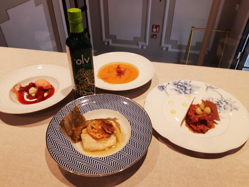 Esta exposición de enjundia, solera y símbolo de la tradición junto a la alta cocina Michelin y de mercado se mostró en un ameno showcooking