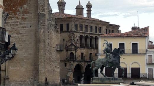 Plaza Mayor - Estatua Pizarro - Trujillo