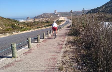 El recorrido se puede hacer a pie o en bicicleta de montaña