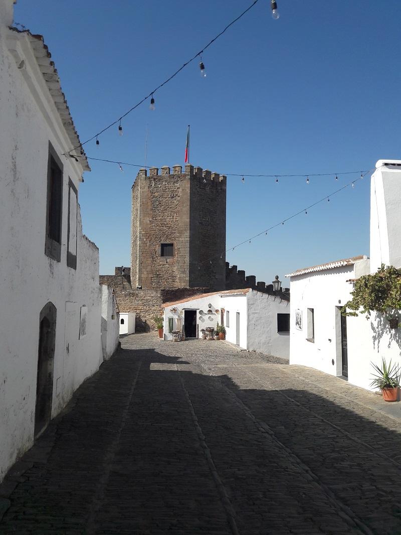 El centro histórico de Monsaraz se debe visitar sin prisa, caminando entre sus callejuelas