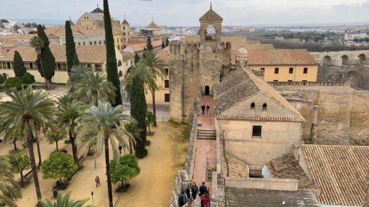 EEl Alcázar de los Reyes Cristianos tiene una historia tan fascinante que casi oculta su enorme belleza