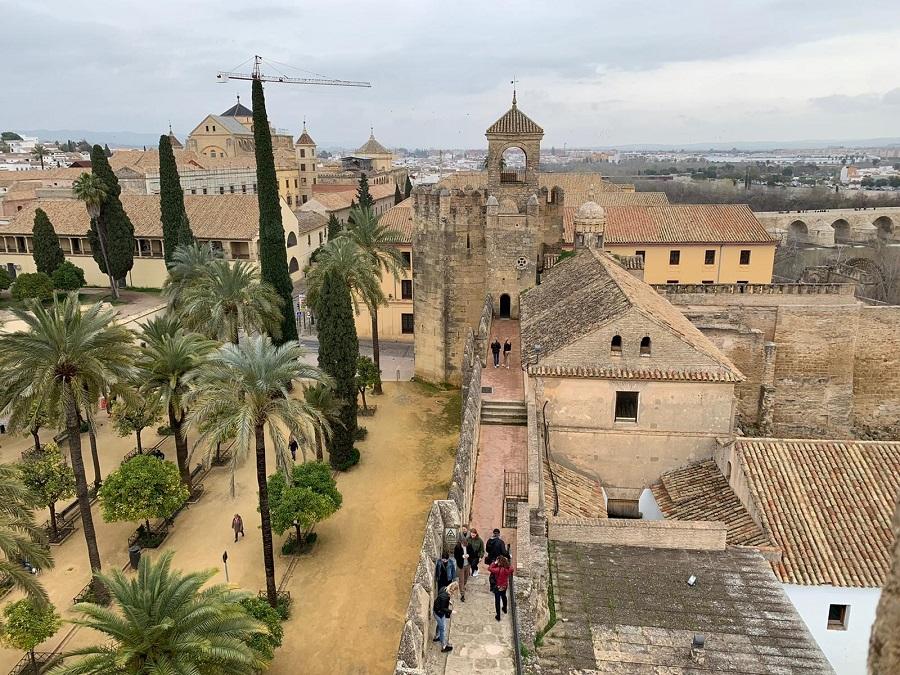 El Alcázar de los Reyes Cristianos tiene una historia tan fascinante que casi oculta su enorme belleza