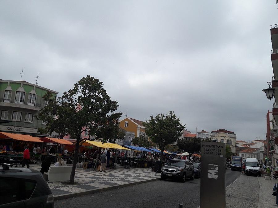La Plaza de la República con su mercado, en Caldas da Rainha