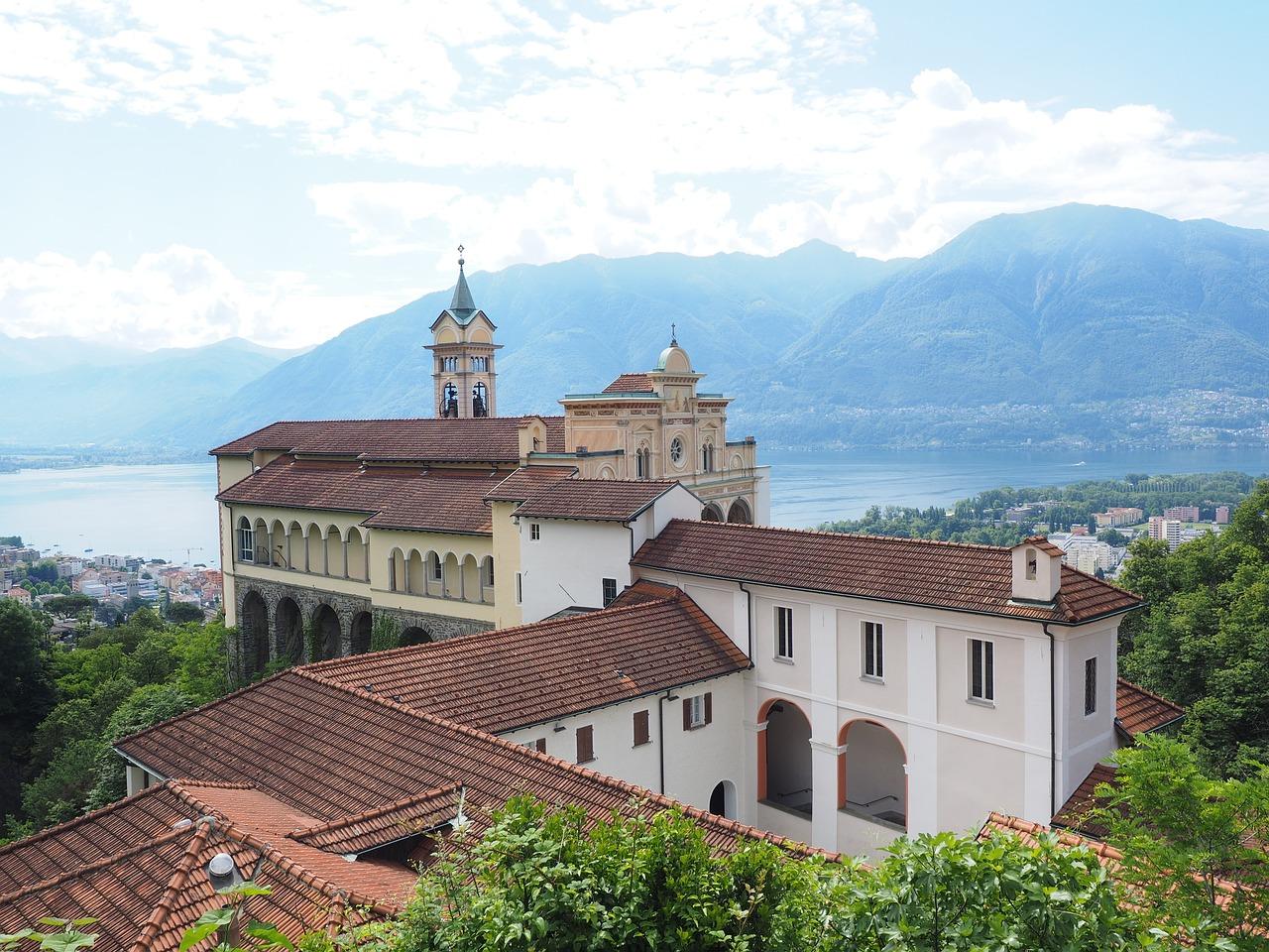 La famosa iglesia de peregrinación Madonna del Sasso