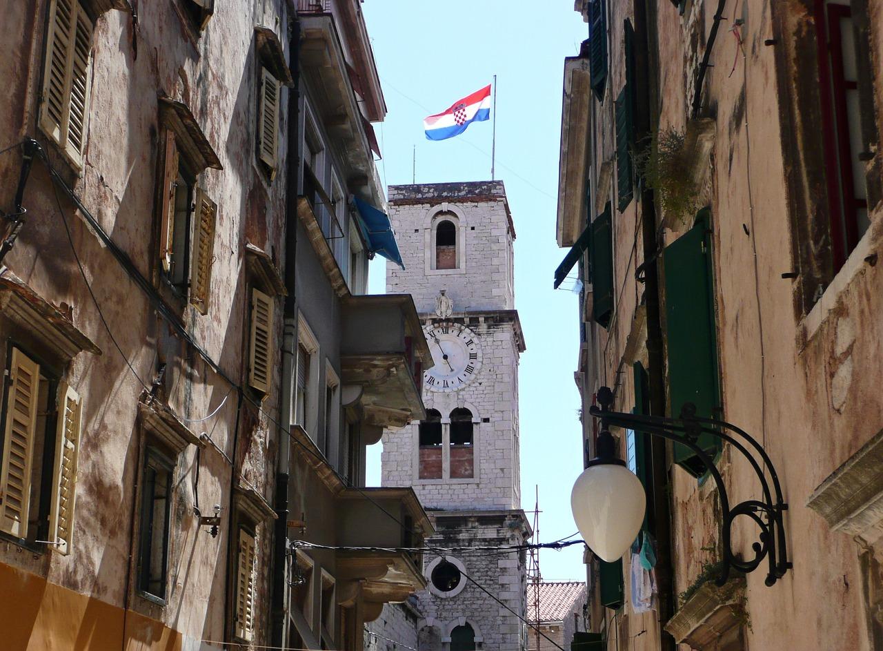 Las calles y las plazas de la ciudad conservan algunas de las obras más valiosas de Dalmacia