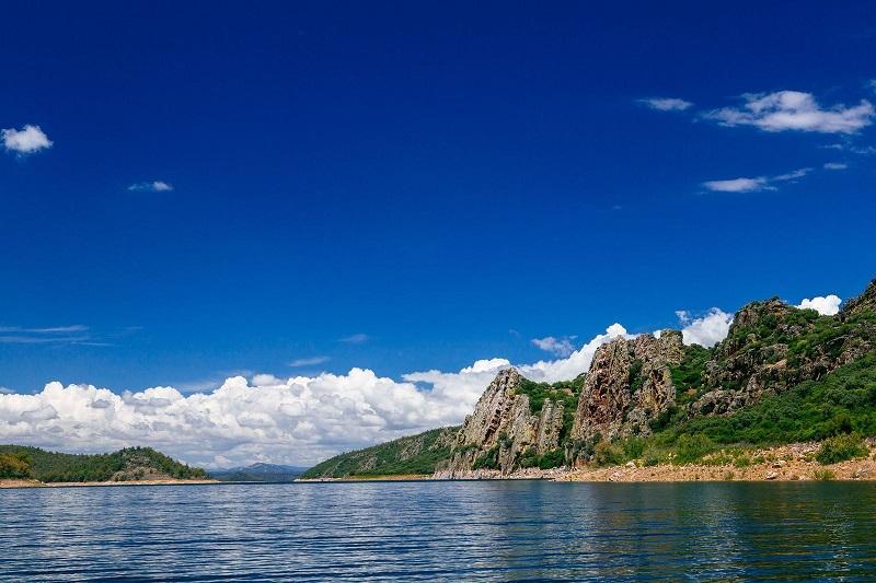 La naturaleza y el ser humano han tejido el paisaje de La Siberia extremeña